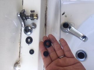 水道修理|札幌市 東区 北29条東|トイレ手洗い蛇口の水漏れ修理 ¥4,580税込